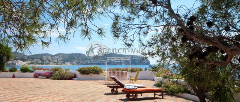 The luxury villas in Moraira are the best option to enjoy on the Costa Blanca