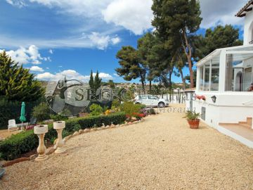 A golden opportunity: Lovely Villa for sale in Benitachell