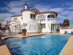 Magnificent villa for sale in perfect condition in Benitachell