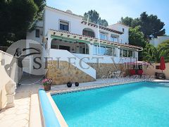 Luxury villa with pool for sale in Moraira